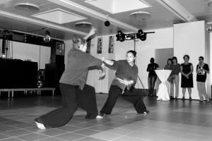 Kung Fu - démonstration juin 2012 - combat Tara-Soraya