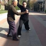 Adrian en travail avec le professeur Zhong, premier disciple de Maître Ma