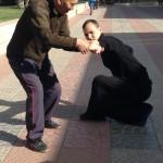 Manu en travail avec le professeur Zhong, premier disciple de Maître Ma